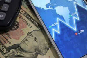 Empresas cortam margens, adiam investimentos e reduzem descontos